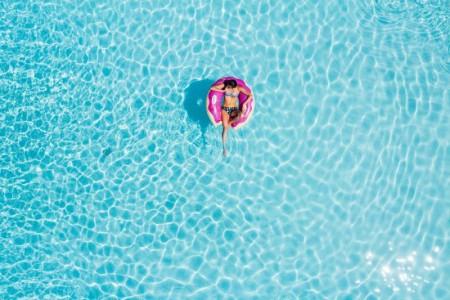 Hvor dyrt er det egentlig å eie et basseng?